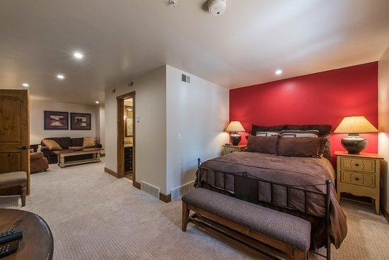 جيوبتر إن باي أيدنتتي بروبيرتس: Jupiter Inn-Identity Properties. Studio, 1BR, 2BR Park City vacation rentals.