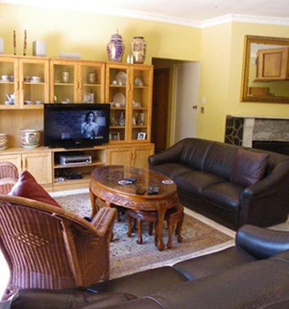 Milnerton, Sydafrika: Lounge/Sitting area: Communal area. Features a warm fireplace for those Cold Winter Nights.