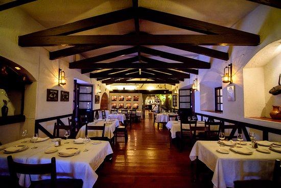 El Asador Vasco: Visita nuestra taberna, ideal para eventos sociales y de trabajo.