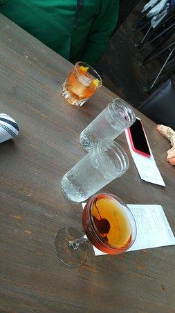 Long Beach, Вашингтон: Great Old Fashioned and Manhattans.