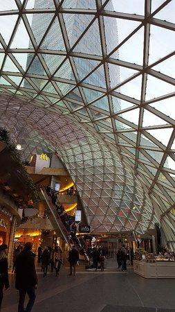 très joli centre commercial