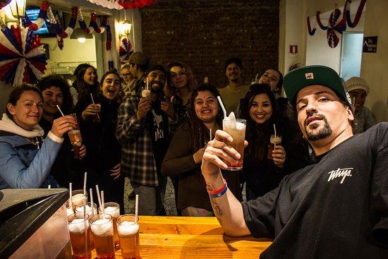 Hostal Providencia: Bar / Noche de terremoto