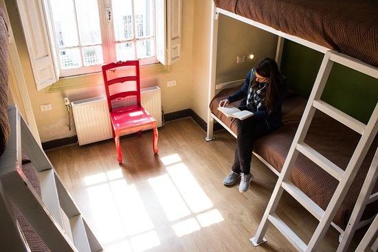 Hostal Providencia: Dormitorio superior con baño compartido (6 personas)