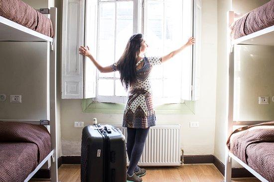 Hostal Providencia: Dormitorio superior con baño compartido (4 personas)