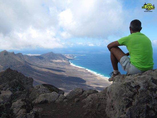Antigua, España: #zarza #montaña # mountain #montagna #senderismo #walking #camminata