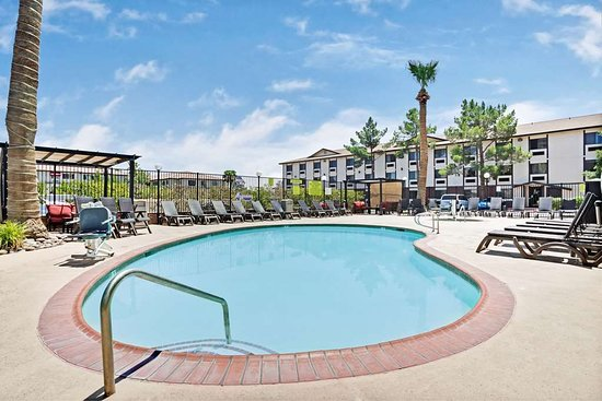 Ellis Island Casino & Brewery: Hotel Pool
