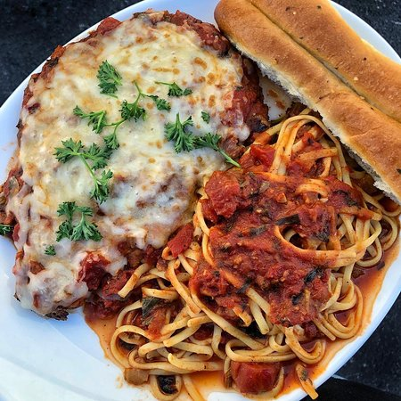 Ellis Island Casino & Brewery: Chicken Parm