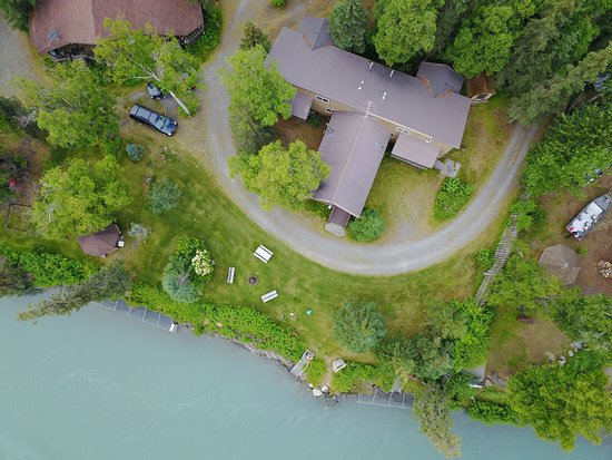 Krog's Kamp Lodge and Cabins: Aerial View of Main Riverfront Units