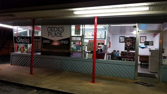 Jacksonville, AL: Cecil's Place