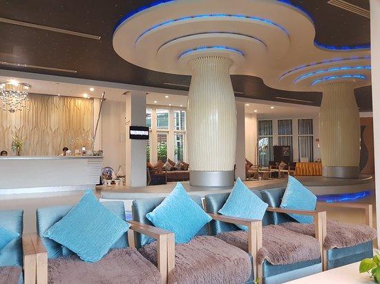 Prajaktra Design Hotel: 20180306_064526_large.jpg