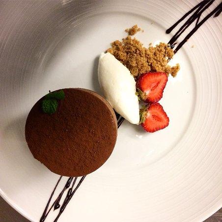 Murphys, CA: Chocolate Creme with Artisan Ice Cream