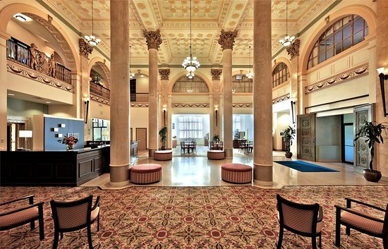 Holiday Inn Express Baltimore-Downtown : Welcome to our historical Lobby housed in a renovated bank building!
