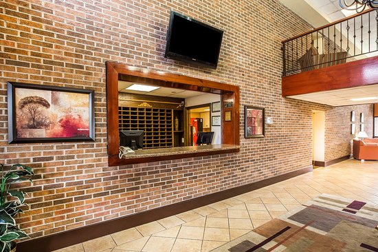 Suburban Extended Stay: Lobby