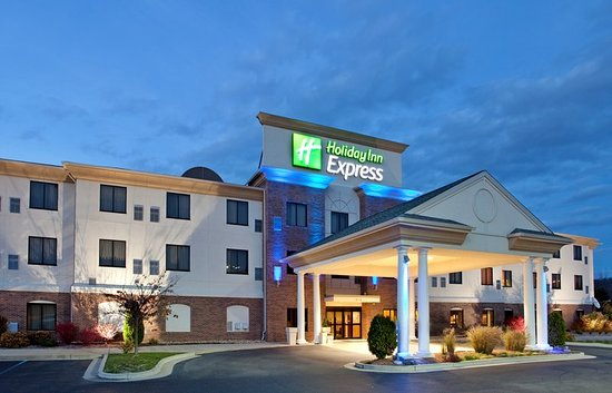 Holiday Inn Express & Suites Rolla: Exterior