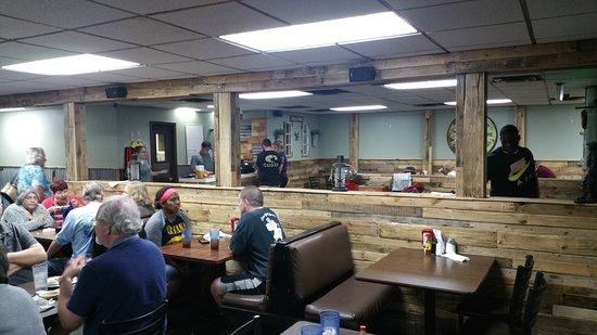 Alachua, FL: Dining area near entrance