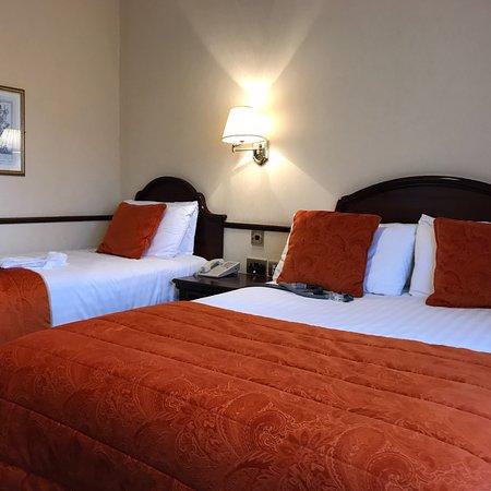 Seven Oaks Hotel: photo1.jpg