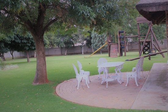 Klerksdorp, South Africa: Beautiful gardens and play ground for kids