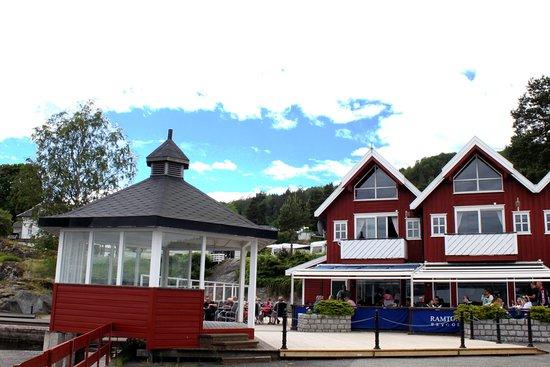 Røyken, Norge: Ramton Brygge en sommerdag 2017. Foto Geir Dahl