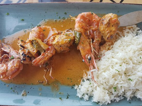 Uvongo, Sudáfrica: Chicken and prawn espatada with a coconut rice