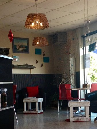 Shearwater, Austrália: Dine in or takeaway, there is plenty of room and interesting decor