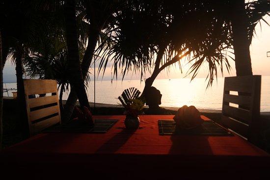 Pemaron, إندونيسيا: Sunset View from Restaurant
