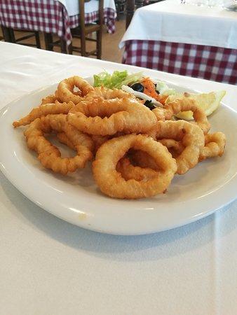 Bescano, Espanha: Calamares a la romana - Restaurant LA BARCA (Bescanó-Girona)