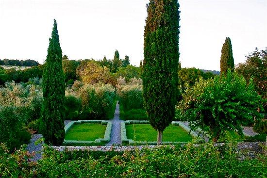 Cinigiano, Italia: Castello di Vicarello Gardens