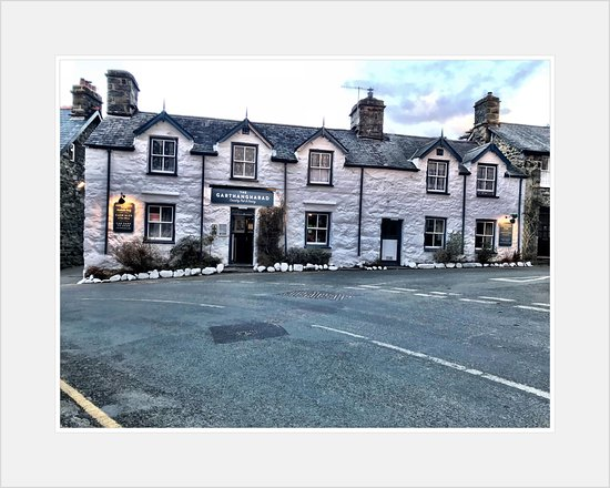 Llwyngwril, UK: Road view of the Pub