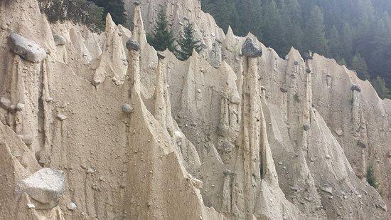 Perca, Italia: Piramidi di terra