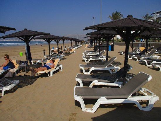 Hotel Riu Tikida Beach: Beach before storm.