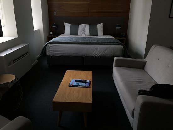 ‪‪Park Hotel Lambton Quay‬: Comfy bed and lounge‬