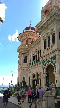 Where to Eat in Cienfuegos: The Best Restaurants and Bars