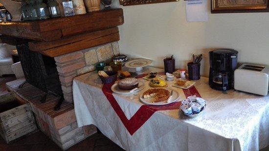 San Venanzo, Italien: Tavolo colazione