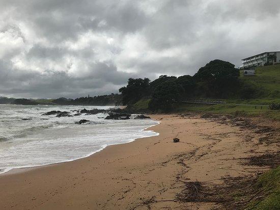 Cable Bay, Nueva Zelanda: Blick vom Strand zur Anlage