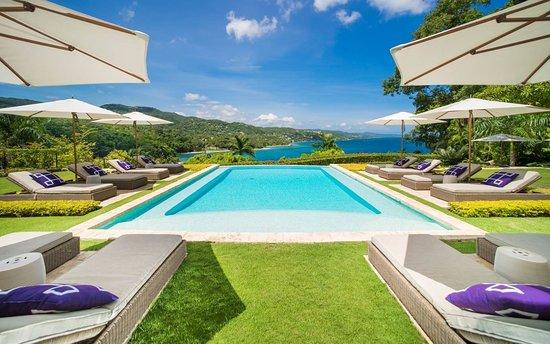 Round Hill Hotel & Villas : The pool at Premium Luxury Villa 20.