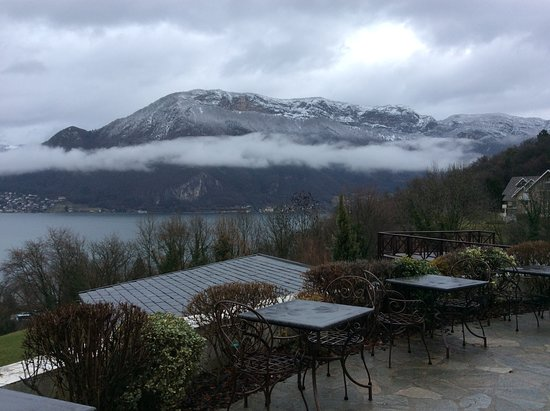 Les Tresoms, Lake and Spa Resort : Terrasse de l'hôtel