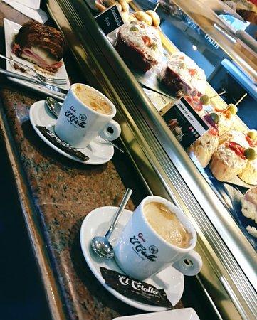 Bar Café Santiago : Un dia de Brunch, Sabado o Domingo, Bocadillos siempre listos y frescos.