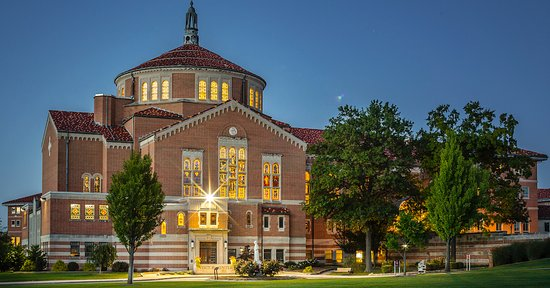 Emmitsburg, Мэриленд: The National Shrine of Saint Elizabeth Ann Seton At Dusk