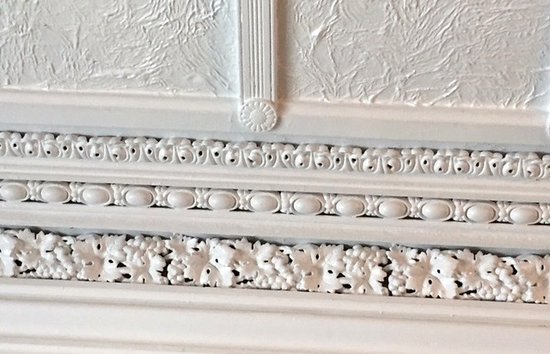 Marble Mansion Inn: Egg & Dart molding