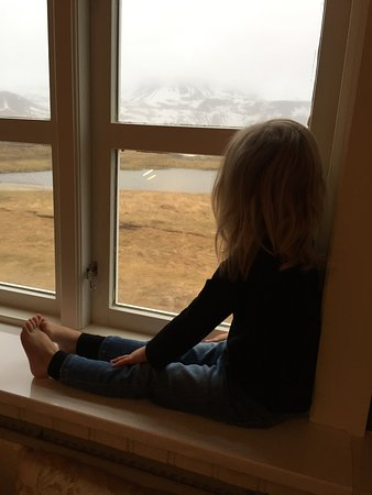 Budir, Island: Our 3 year old enjoying the room view