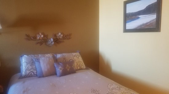 Kadoka, SD: Two Queen bed room