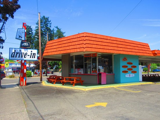 Roseburg, Όρεγκον: Pete's is a traditional drive-in  hamburger stand. We use fresh beef,house cut fries, homemade s