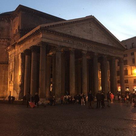 Rooma, Italia: 로마 명소중에  핵심 이라고 할 수 있는 정신적 구심점이라 느껴짐