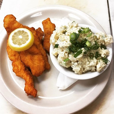 Chalmette, LA: Catfish basket with potato salad