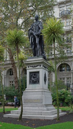 Henry Bartle Frere Statue