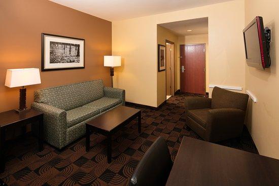 Saraland, AL: Suite Living Room
