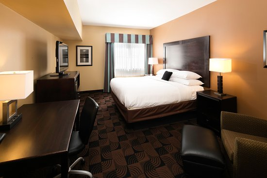 Saraland, AL: One King Bed