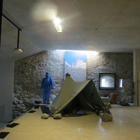 Messner Mountain Museum Ripa: Un esempio di attrezzatura da alta montagna