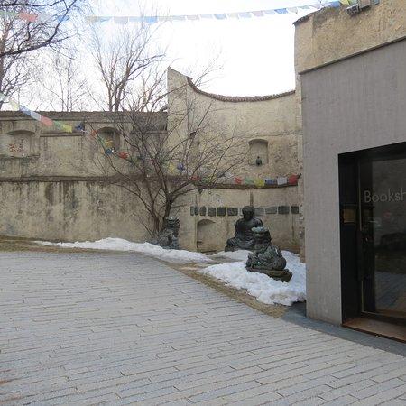 Messner Mountain Museum Ripa: Statue tibetane