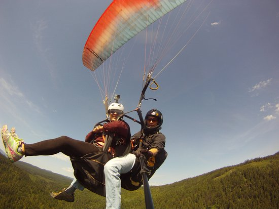 Lumby, Kanada: A tandem flight from Coopers Mountain